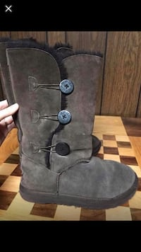 Pair of brown ugg bailey 3-button boots 8