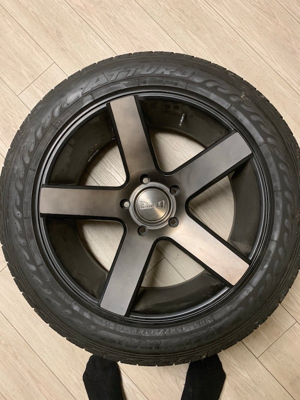 Dub ballers 22.5 fits 14-19 tundra brand new tires less than 200 miles on them fa244eb0-f6f7-415e-ac7c-b25a6339f236