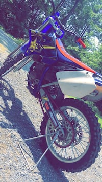 black and red motocross dirt bike Harpers Ferry, 25425