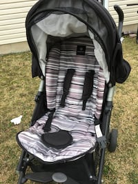 Baby's black and gray stroller Gatineau, J9A 3G3