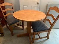 Round brown wooden table with 3 chairs Portland, 97201