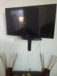 38 inch flat screen with wall mount Las Vegas, 89102