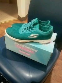 pair of green Nike running shoes with box Baldwin Park, 91706