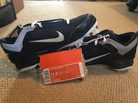 Black-and-white nike baseball cleats Tinley Park, 60477