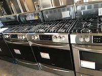 Gas stove 30in slide In new Frigidaire gallery convection 6 months war Pikesville, 21208