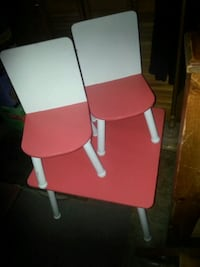 Neat child's solid table and chairs...firm price Corbyville, K0K 1V0