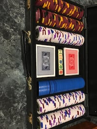Poker chips with cases