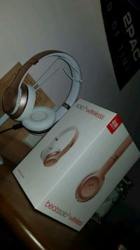 ROSE GOLD BEATS SOLO3 WIRELESS Vancouver