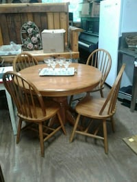 Small oak table and 4 chairs Ellijay, 30536
