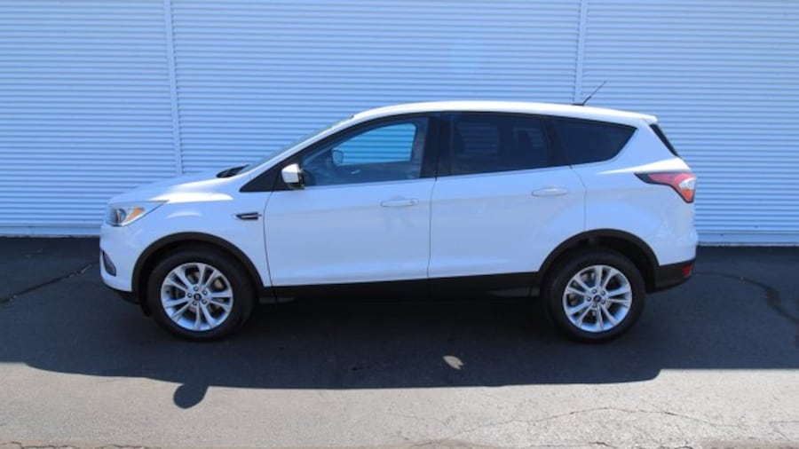 2017 Ford Escape SE / ACCIDENT FREE / BACK UP CAM / HEATED SEATS / fe151719-9c8d-4fa9-bfd4-81bdb37b9f5f