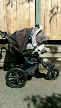 Baby trend stroller, carseat and base. Burnaby, V3N 1K8