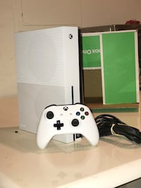 White xbox one s with controller Smyrna, 19977