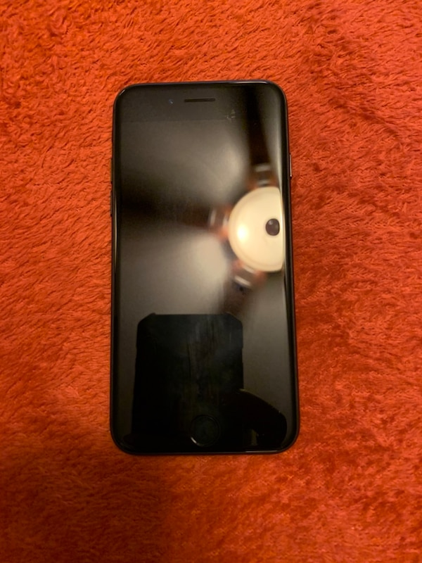 iPhone 7 64 gigabytes