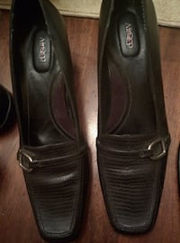 pair of black leather flats Salaberry-de-Valleyfield, J6T 2R2