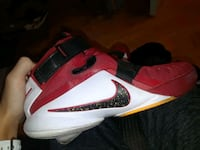 white-and-red Nike basketball shoes Laval, H7X 4C1