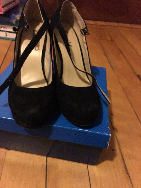 Black wedge size 8