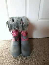 pair of gray-and-pink fur boots Calgary, T3A 5S9