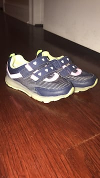 pair of blue-and-white Nike running shoes Melrose Park, 60160