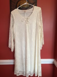 white lace scoop-neck long-sleeved dress. Size: large. Sweater dress SS gray size: M black and green size:S Perry, 31047
