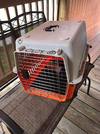 Plastic dog kennel and carrier. Roselle, 07203