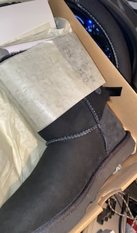 New ugg boots size 4