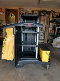 Commercial grade rubber maid janitor cart all complete                 Moore, 73160