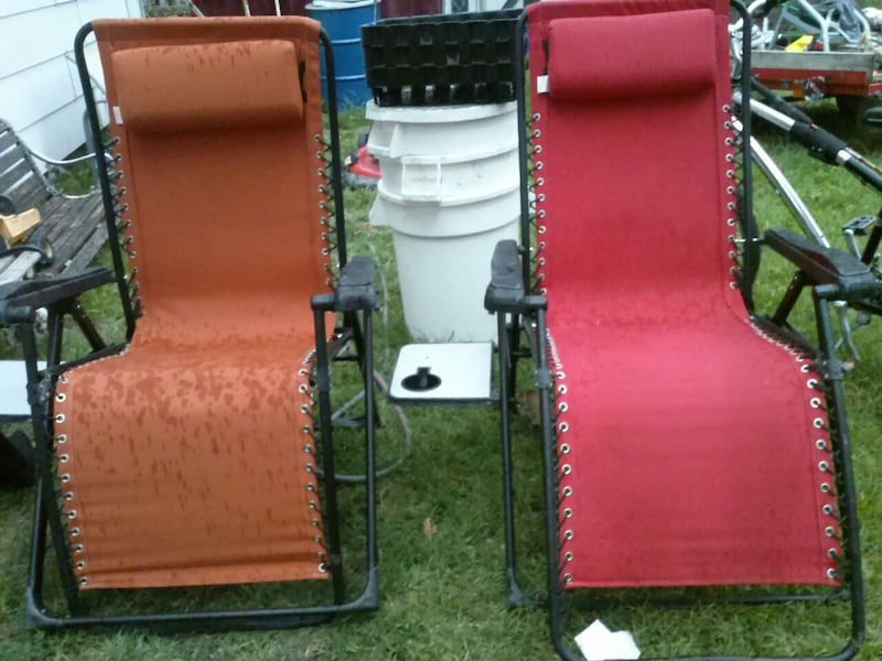 2 Zero Gravity Chaise Lounge Chairs with cup holder Table attatchments ef5b040c-0969-4f72-ad64-d0409658b9b0