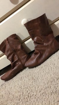 USED women's low boots size 9 Brentwood, 11717