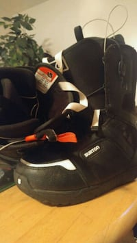 pair of black-and-white snowboard boots Edmonton, T5A 1B8