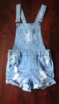 Over alls size small worn only three times pick up in Laval serious buyers pls Laval, H7G 1G3