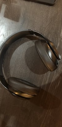 Only one scratch as you can see works perfect headphones only Bayonne, 07002