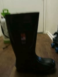 Men's steel toed rubber boots size 9