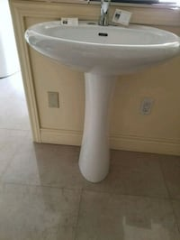 Brand new pedestal, 1 for 25$, 5 for 90$ Toronto, M6N 4X7