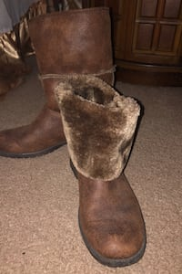 Women's boots size 9 NEW PRICE