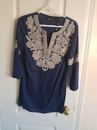 blue and white floral v-neck shirt Whitby, L1R 3R4