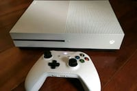 white Xbox One console with controller San Antonio, 78221