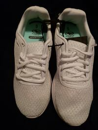 Women's Athletic Works Running / Work Shoes Size 6 New with Tags Ottawa
