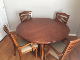 Table, 4 chairs and leaf