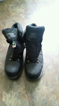 pair of black leather high-top sneakers Longueuil, J4K 2W6