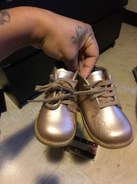 Baby girl footnote shoes