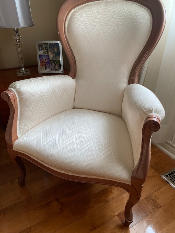 Italian Made accent chair with mohagany wood ac17a6e4-13b8-4ba6-85ed-d0acabde7262
