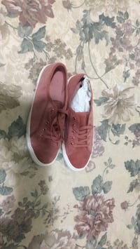 Old navy sneakers size 9  Toronto, M1X 1J2