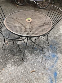 Table and 2 chairs Taneytown, 21787