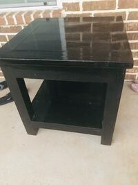 Pine wood end table or can be used as coffee table Lacy-Lakeview, 76705