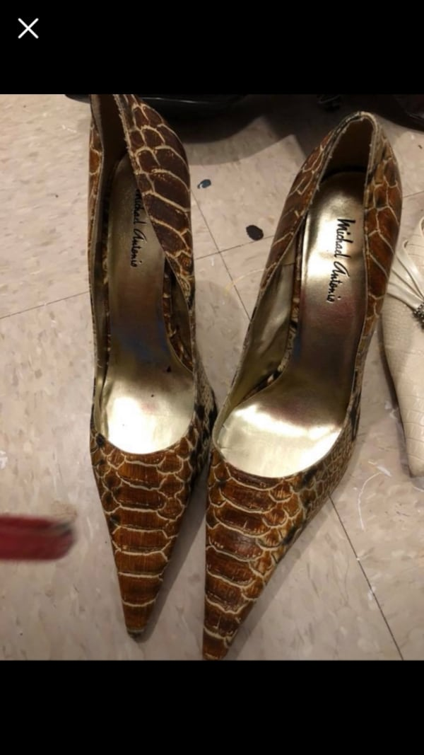 Pair of brown leather peep toe heels 3a3d6e93-b458-47bb-a860-112af111f6ef