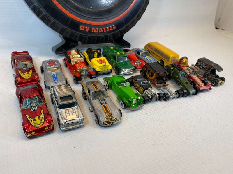 Vintage 1970/80s Hot Wheels 17 cars in Rally Case 1d03db42-b659-4d88-9cc9-9e732789ee92