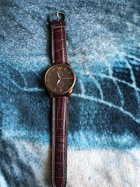 round gold-colored analog watch with brown leather strap Surrey, V4N