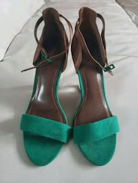 pair of green leather open-toe ankle strap heels 785 km