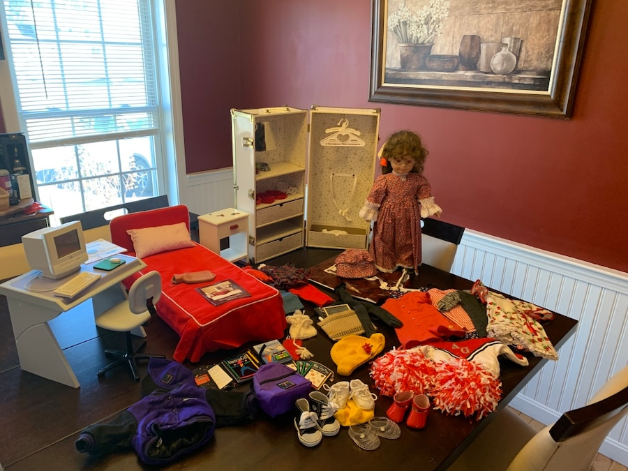 Photo Gotz doll and American Girl accessories
