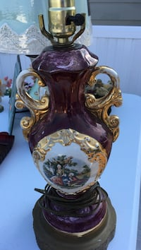Antique Washington Purple and gold ceramic table lamp  Conway, 29526
